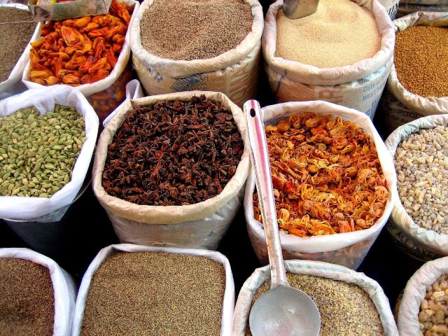 Spices at a market in India. Photo courtesy of Wikipedia.