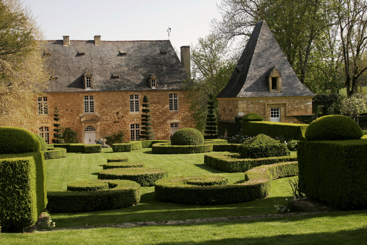 Taking a walk through a historic french garden garden variety - Jardin du manoir d eyrignac ...